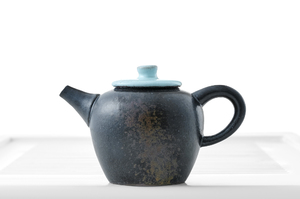 Drop-Shaped Teapot With Black Crackle Glaze